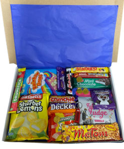 English Candy Box with English favorites - 19 items - Medium.